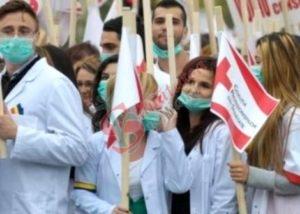 Medici de familie din toată țara protesează în fața Guvernului