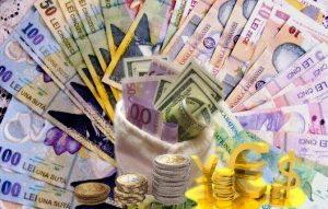 Euro a scăzut ușor, dar se menține peste 4,76 lei