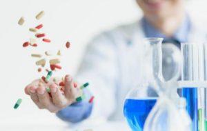 Producătorii acuză Statul că achiziționează medicamente scumpe fără să aibă bani
