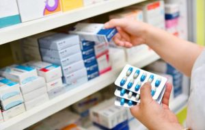 Scad prețurile pentru 18 medicamente, iar alte 52 vor fi retrase de pe piață