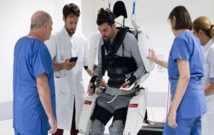 Un pacient paralizat se poate mișca din nou, cu ajutorul unui dispozitiv conectat la creier