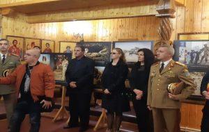 Expoziție de fotografie dedicată eroului sanitar buzoian Mădălin Stoica
