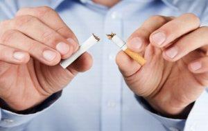 Renunțarea la fumat reduce riscul complicațiilor post-operatorii
