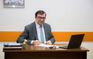 Profesorul universitar doctor Viorel Jinga este noul rector al UMF Carol Davila