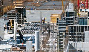 """Sănătatea, securitatea și drepturile muncitorilor, puse """"la index"""" de unii angajatori din domeniul construcțiilor și ateliere auto"""