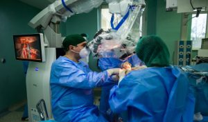 Viața unei studente la Medicină Dentară, salvată în ultimul moment de neurochirurgii ieșeni