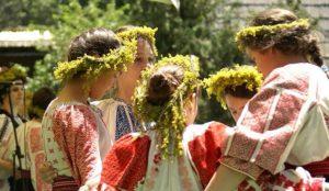 Drăgaica, sărbătoarea în care Sânzienele împart iubire și sănătate, iar românii sărbătoresc Ziua Universală a Iei